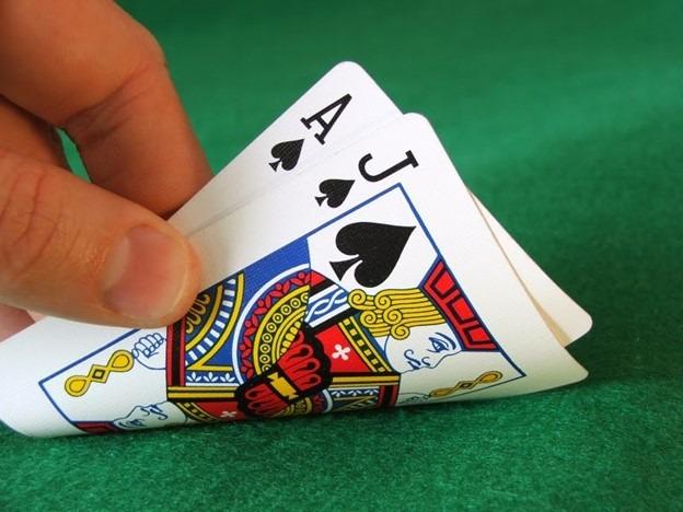 Đánh bài trực tuyến online ăn tiền thật tại nhà cái 3KING truc tiep game .com